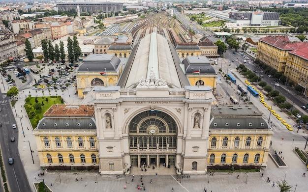 Budapeszt, węgry, lipiec 2019 - widok z lotu ptaka na dworzec kolejowy keleti