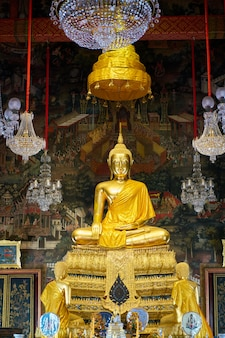 Budda w wat arun, bangkok, tajlandia
