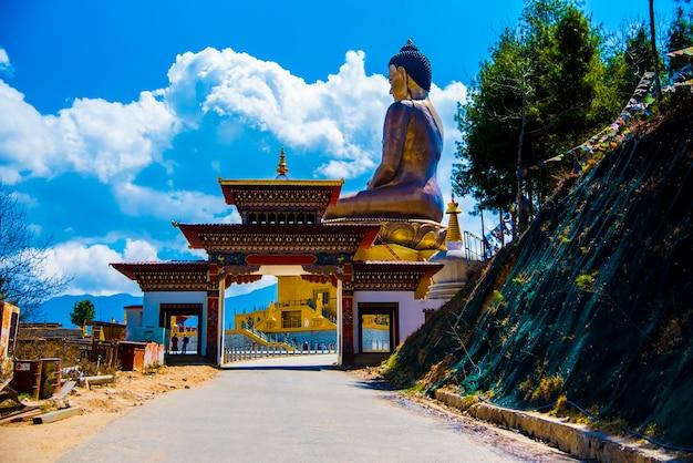 Buddha statua przy thimpu bhutan