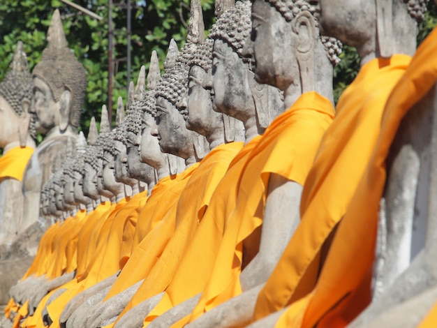 Buddha statua przy watem yai chai mongko, ayutthaya, tajlandia