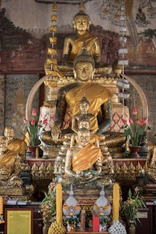 Buddha w tajlandzkiej świątyni