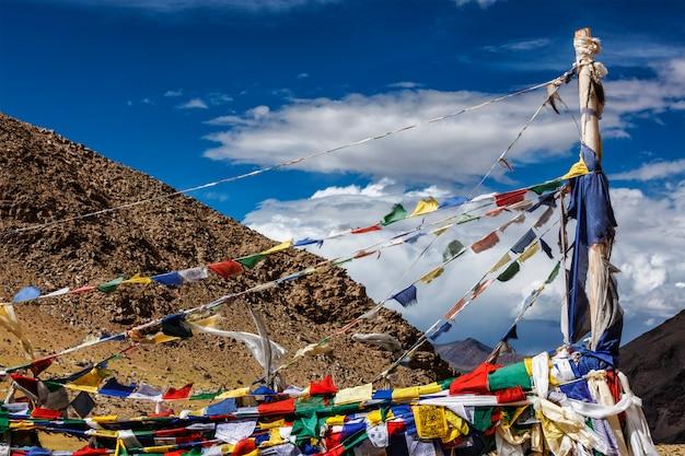 Buddyjskie flagi modlitewne lungta