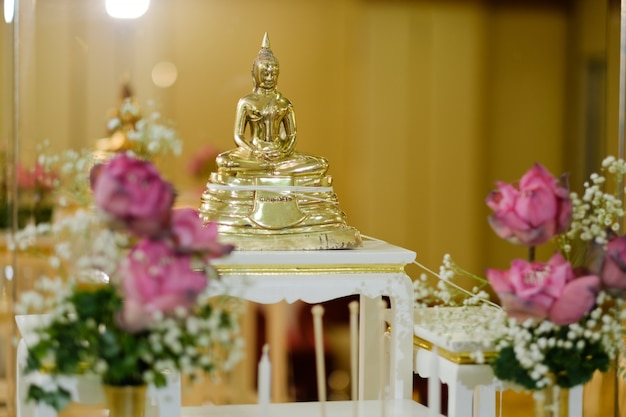 Buddyzm, posąg buddy