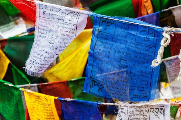 Buddyzm tybetański flagi modlitewne lungta