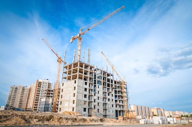 Budowa domów wielopiętrowych i prace budowlane