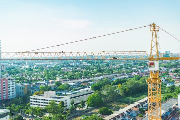 Budowa. dźwigi i nowe budynki wielopiętrowe.