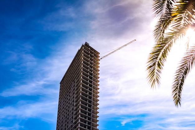 Budowa mieszkań na morzu.