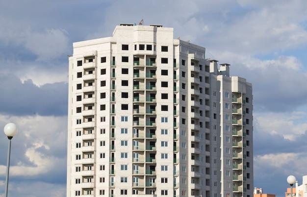 Budowa nowego budynku wielokondygnacyjnego