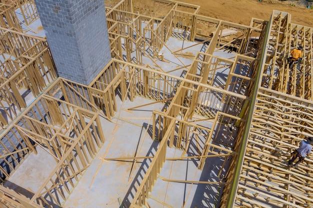 Budowa nowego domu obramowanie domu w budowie