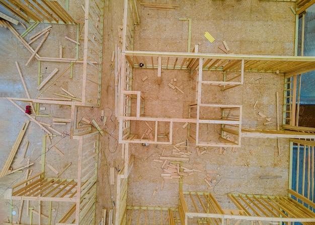 Budowa nowego domu szkielet domu w budowie