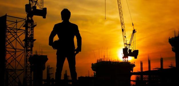 Budowa przy zmierzchem