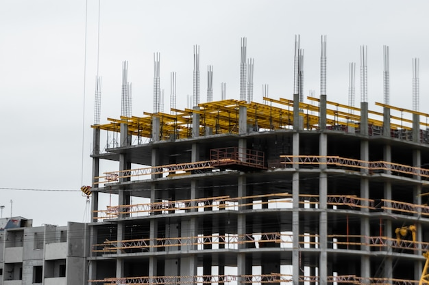Budowa w technologii monolitycznej.