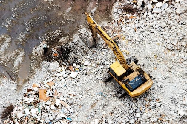 Budowa z wyburzaniem
