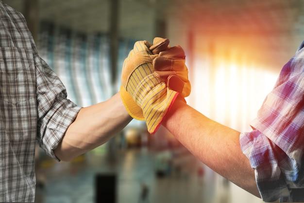 Budowanie, praca zespołowa, partnerstwo,