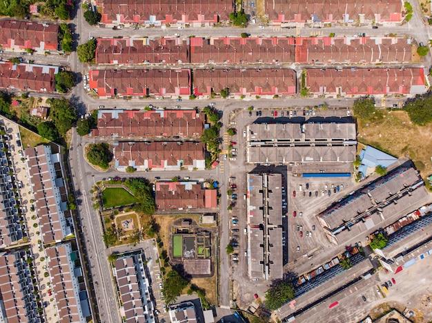 Budowanie rodzinnego miasta z widokiem na ariel