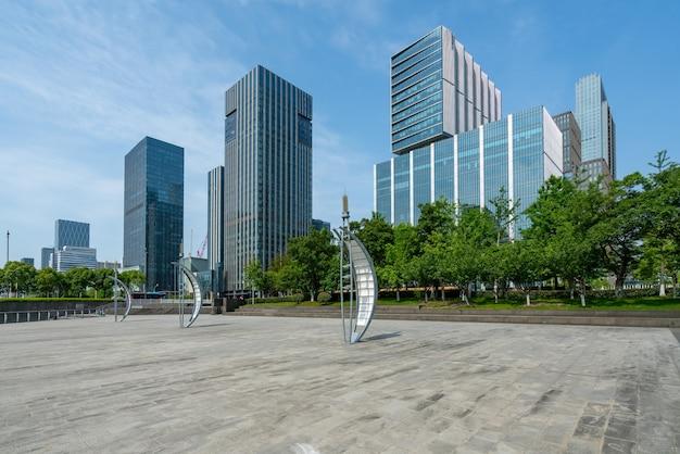 Budynek biurowy centrum finansowego w ningbo east new town, chiny