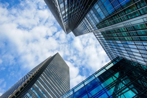 Budynek biurowy i wieżowiec w canary wharf, londyn, anglia