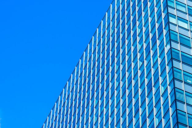 Budynek biurowy piękna architektura biznes z szklanym okno kształtem