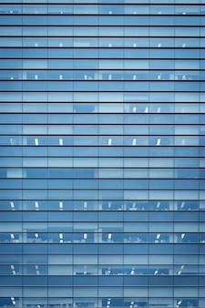 Budynek biurowy windows w japonii na tle