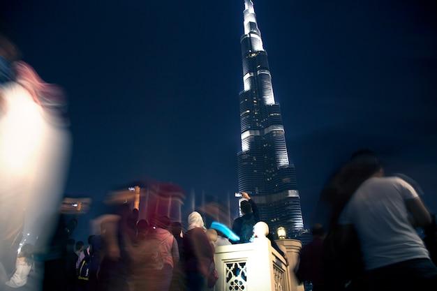 Budynek burdż chalifa w nocy