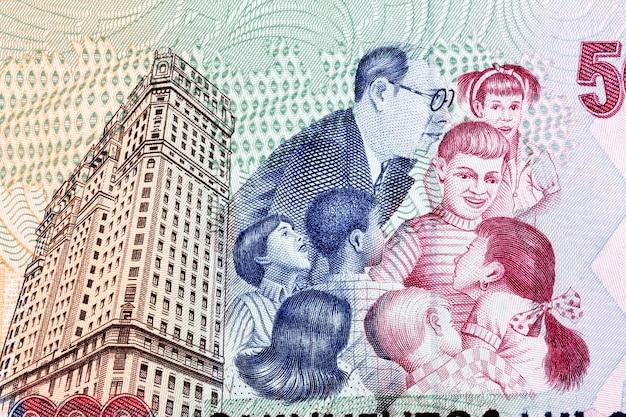 Budynek de andrade uczący dzieci ze starych brazylijskich pieniędzy