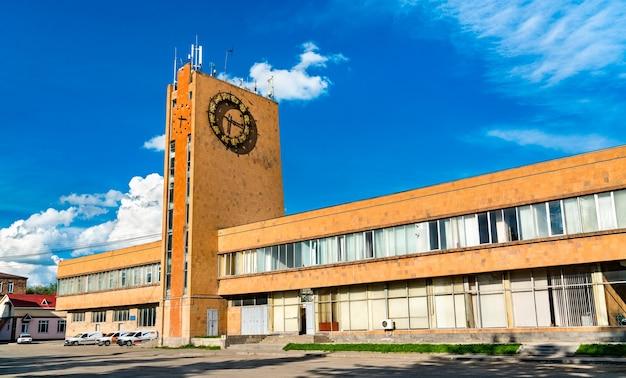 Budynek dworca kolejowego w gyumri, armenia