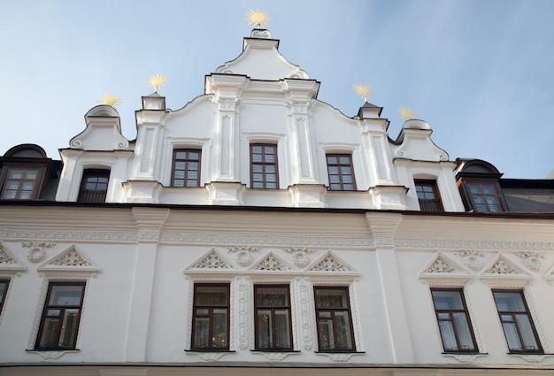 Budynek na terenie katedry św. zofii (http://en.wikipedia.org/wiki/saint_sophia_cathedral_in_kiev) widok w górę. kijów-centrum miasta, ukraina.