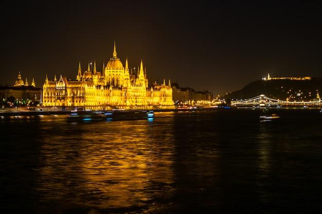 Budynek parlamentu węgierskiego lub parlament budapesztu