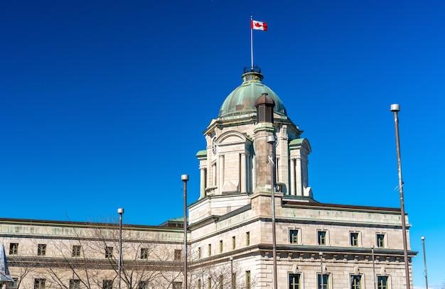 Budynek poczty louis st laurent w mieście quebec - kanada