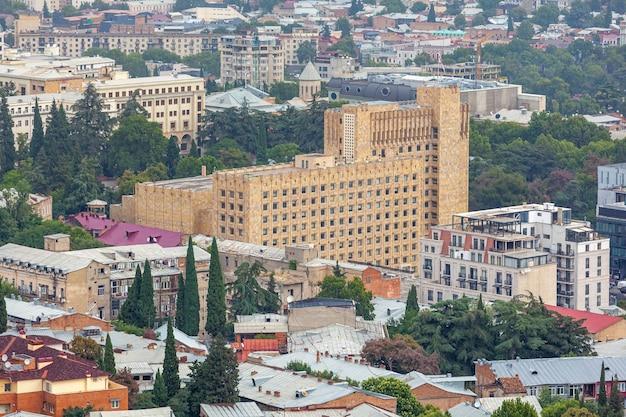 Budynek rządu gruzji w tbilisi. podróż