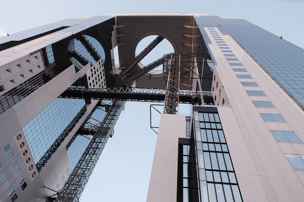 Budynek umeda sky building z osaki w japonii