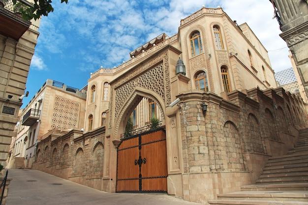 Budynek w mieście baku, azerbejdżan
