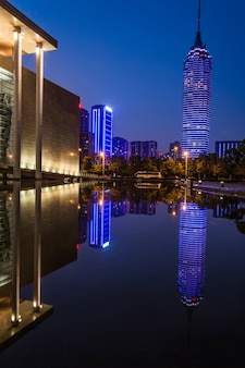 Budynek w nocy