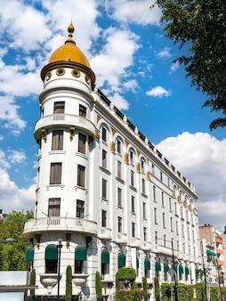 Budynek w stylu beaux-arts przy paseo de la reforma w mexico city