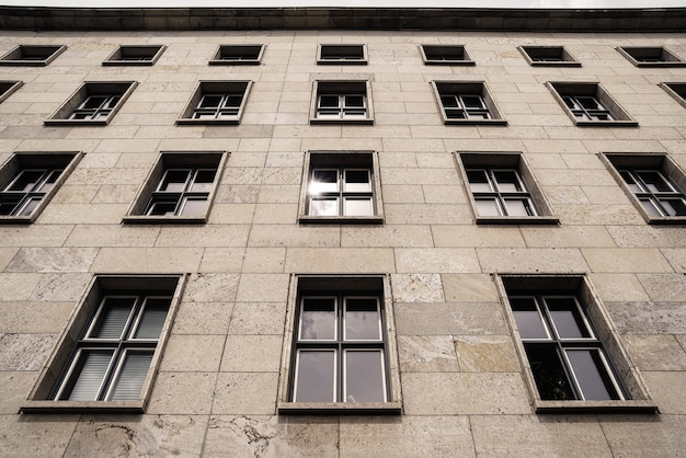 Budynek z oknami