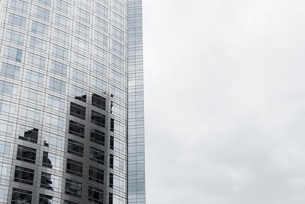 Budynek zaprojektowany ze szkła zbliżeniowego