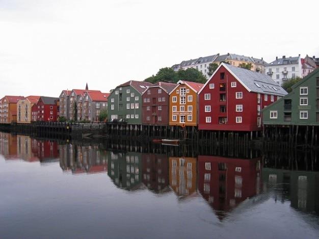 Budynki kanałów wodnych kanałów, kanał, norwegia