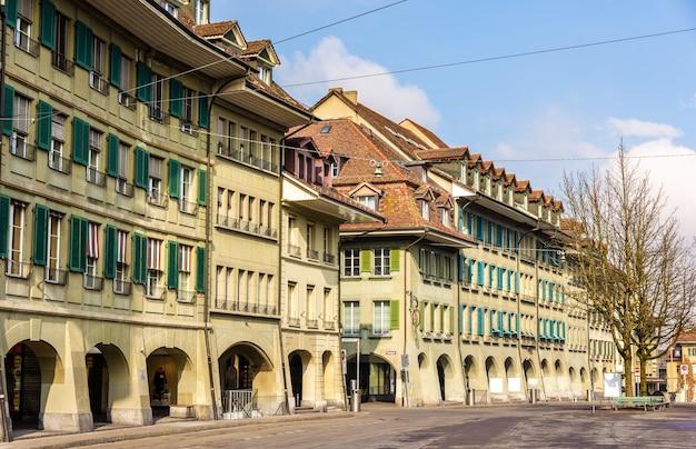 Budynki na waisenhausplatz w bernie w szwajcarii