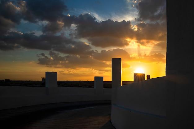 Budynki o zachodzie słońca