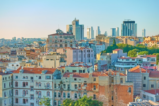 Budynki w dzielnicy galata w stambule, turcja