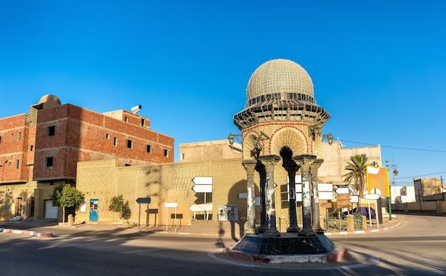 Budynki w medynie tozeur, tunezja. północna afryka