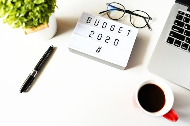 Budżet 2020 na biurku