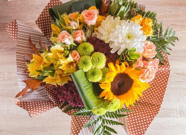Bukiet alstroemeria, słonecznik, róże, chryzantema