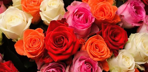 Bukiet czerwonych i białych róż
