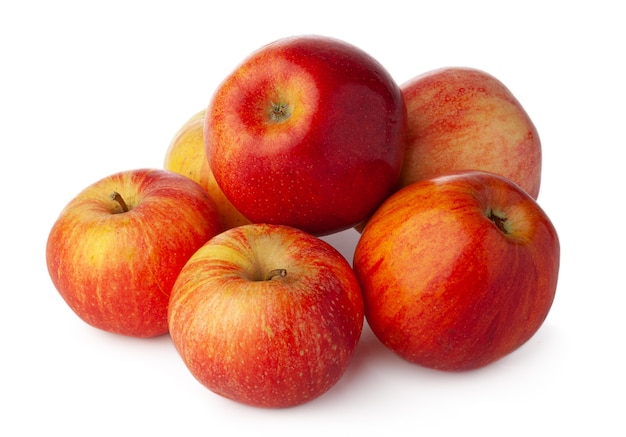 Bukiet czerwonych jabłek na białym tle z bliska