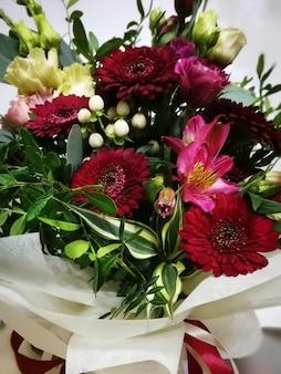 Bukiet jasnych kwiatów