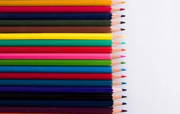 Bukiet kredek z wieloma kolorami