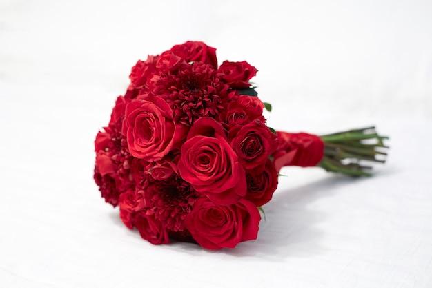 Bukiet kwiatów czerwonych róż