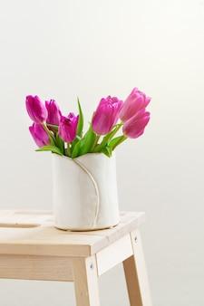 Bukiet kwiatów dekoracji drewna