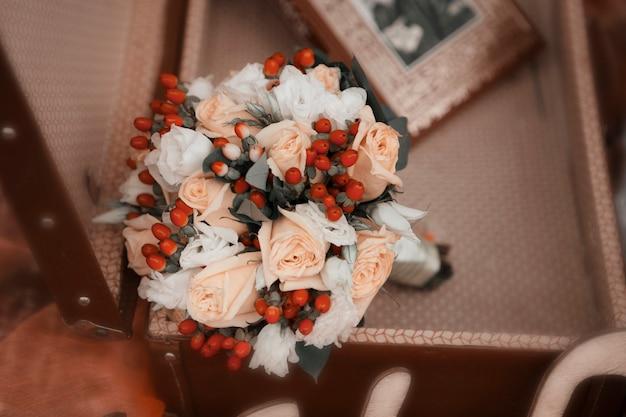 Bukiet kwiatów róży z bliska. sezon kwitnienia